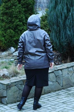Женская куртка с капюшоном